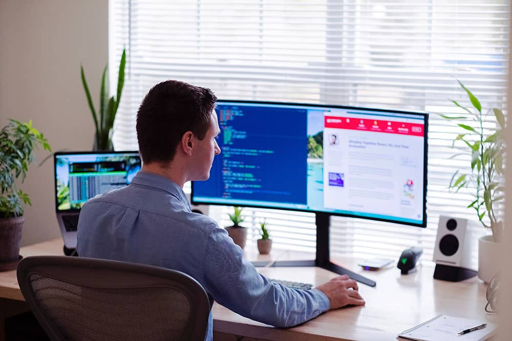 australian working in home office